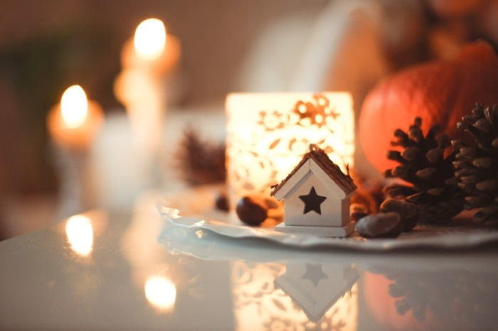 Christmas Stable - Table Decoration - Sweta Meininger - Unsplash.com